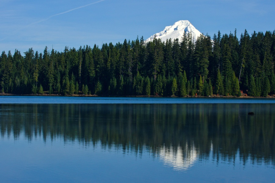 Photographing Peaks Reflected in Lakes
