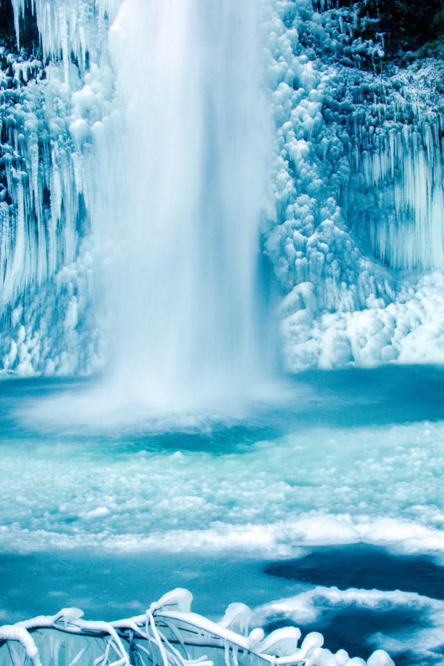 Photographing Icy Waterfalls