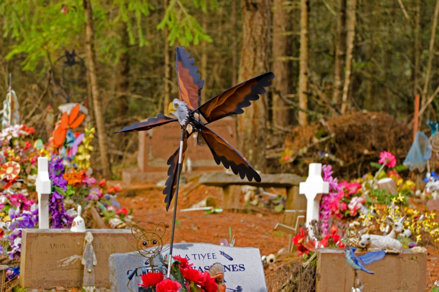 A colorful cemetery near the trailhead