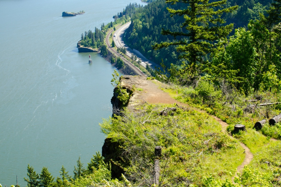 The viewpoint high above the Columbia River