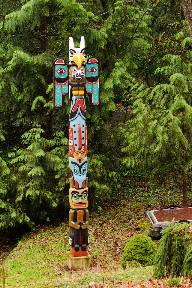 Totem Pole at the entrance to the Marquam Trail
