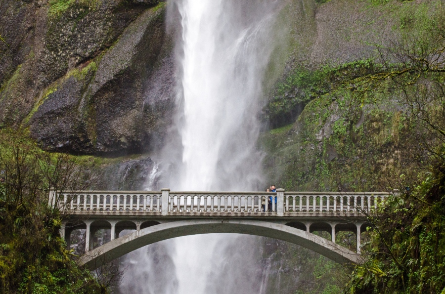 Benson footbridge with Multnomah Falls in background