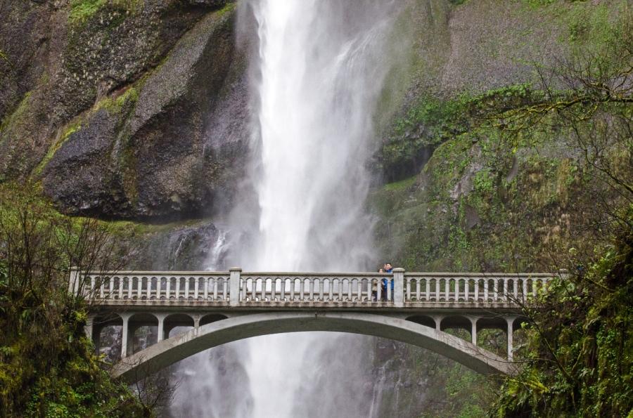 Benson footbridge with Multnomah Falls in background