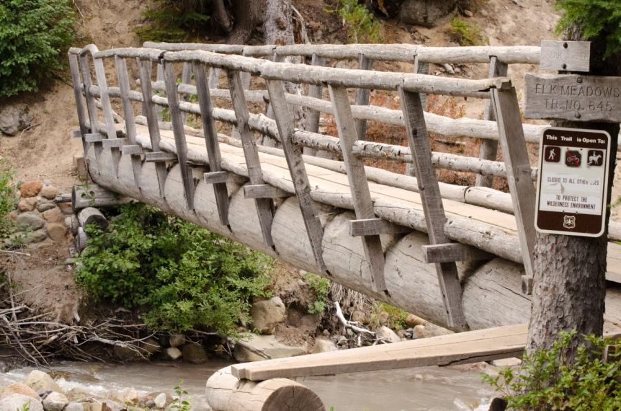 The sturdy footbridge over Clark Creek