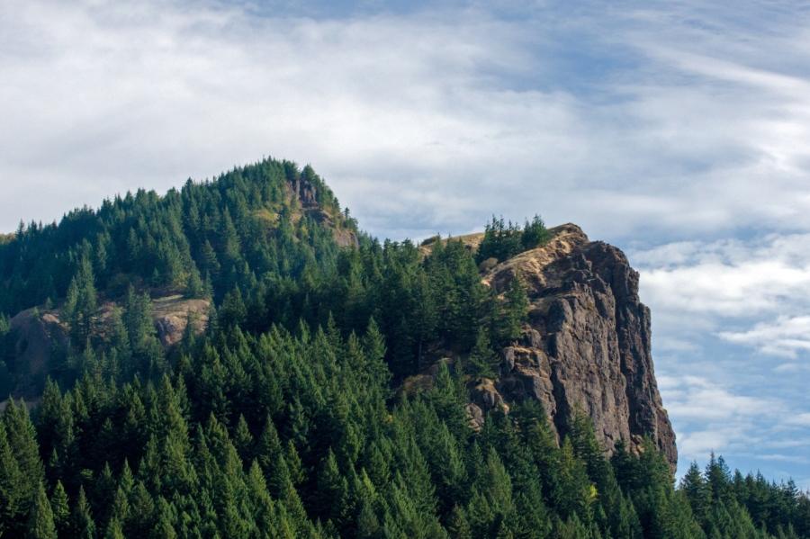The high, sheer cliffs of Hamilton Mountain