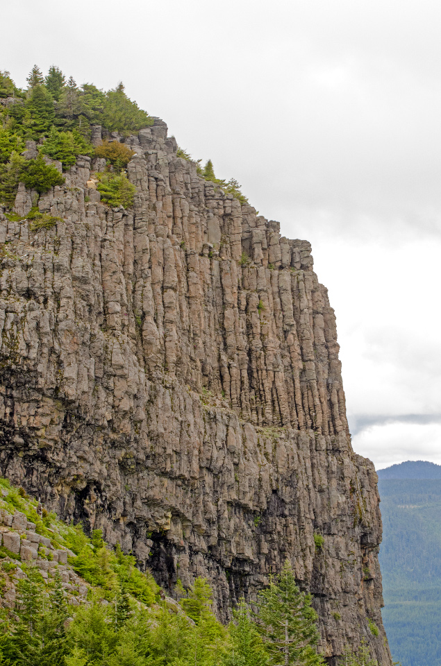 Table Rock (distinctive columnar basalt cliffs)