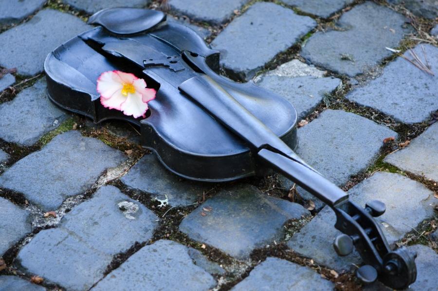 Poignant sculpture at the Oregon Holocaust Memorial