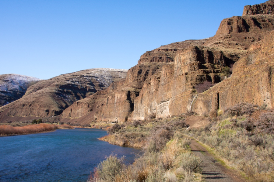 A Beautiful Winter Hike along the John Day River